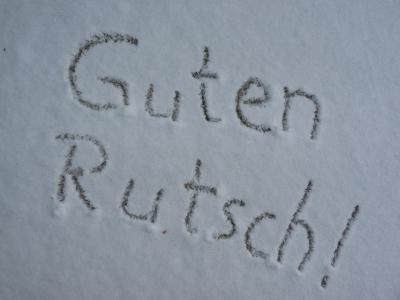 """Schrift im Schnee """"Guten Rutsch"""""""